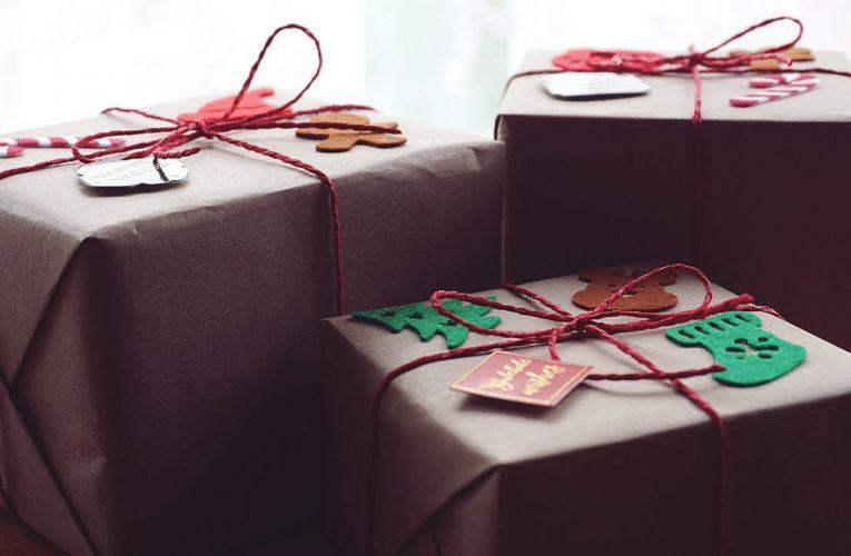 Kreatywne pakowanie prezentów – jak zaskoczyć każdego!